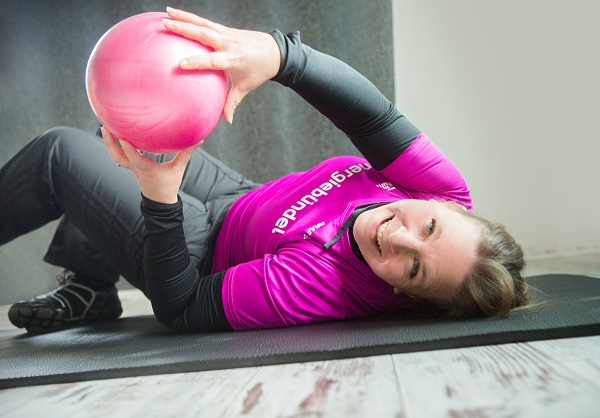 Sport ist gesund - Annika beim Training auf der Matte