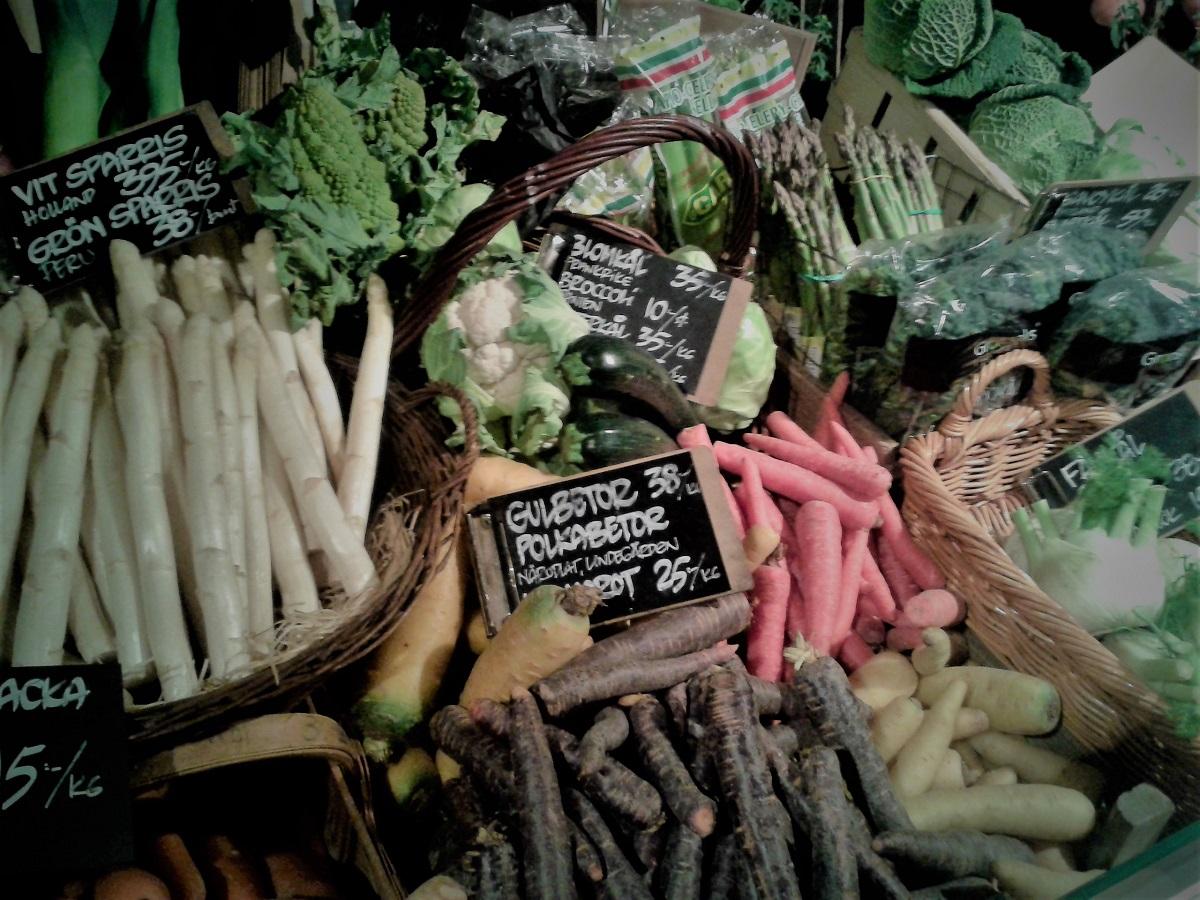 LCHF als Vegetarier - Bunt gemischtes Gemüseangebot in einem Geschäft