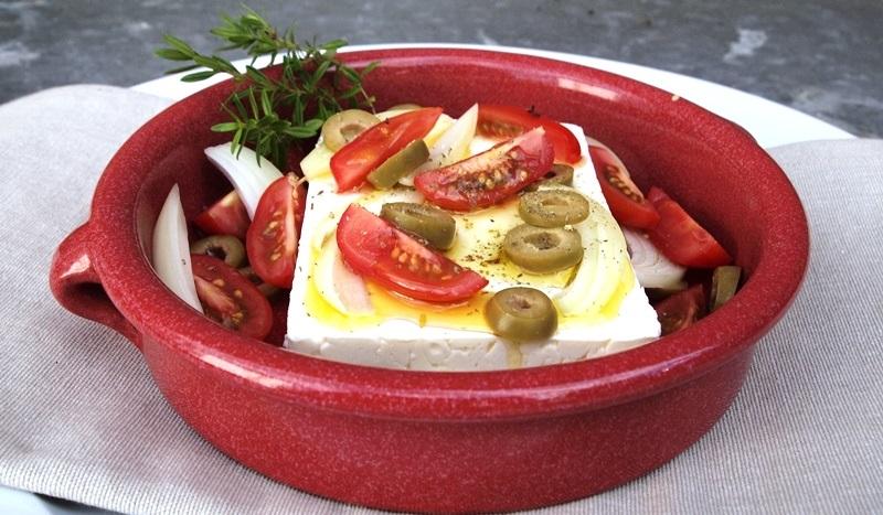 Käse küsst Käse in hübscher, roter Auflaufform - LCHF-Tellerspione KW 05 – 2018