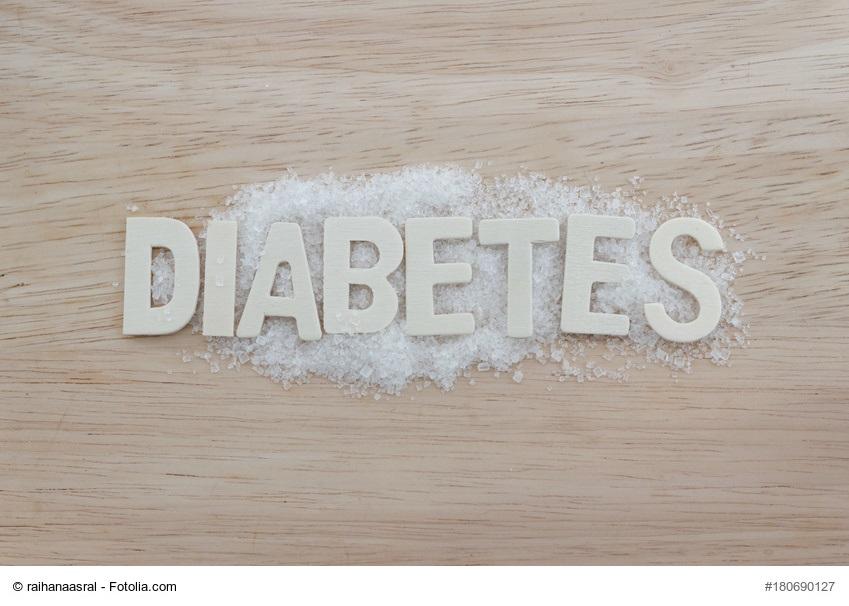 LCHF und Diabetes - Buchstaben formen das Wort Diabetes auf einem Untergrund aus Zucker