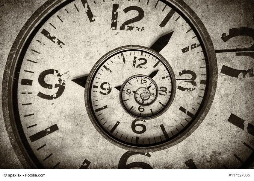zurück zu mir - verdrehtes Ziffernblatt einer Uhr