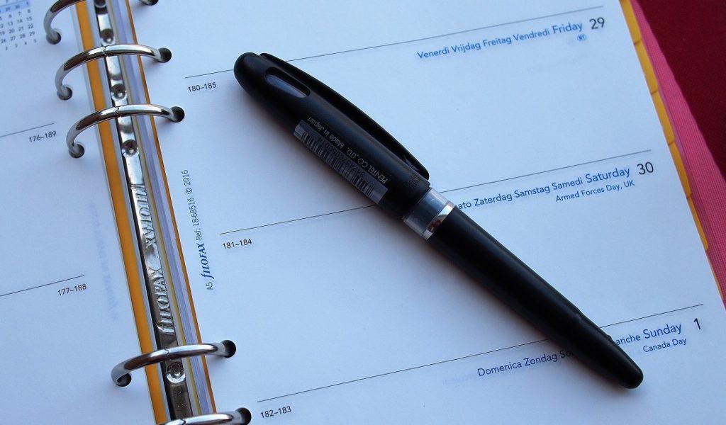 Termine und Veranstaltungen - ein Kalender mit Stift