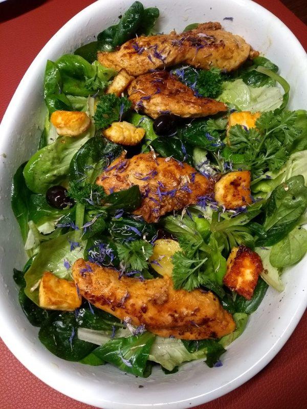 LCHF Fastfood Hähnchenbrust auf Salat