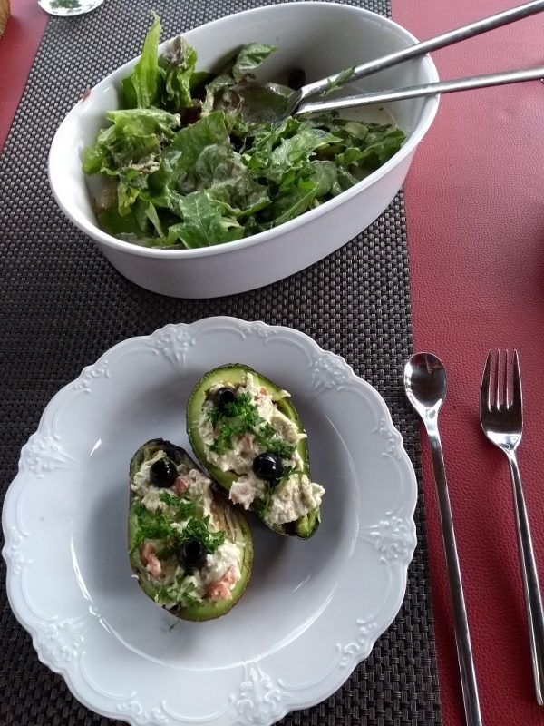LCHF Fastfood gefüllte Avocado