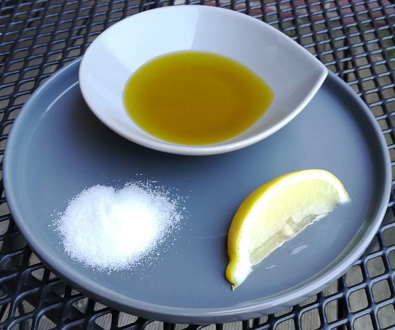 Samtweiche Hände und Füße - Salz, Olivenöl mit Zitrone
