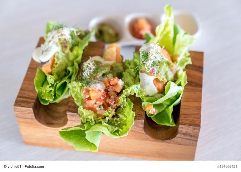 Salat-Tacos mit Lachs